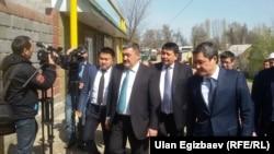 Түтүктү ачуу салтанатына мэр Албек Ибраимов жана «Газпром Кыргызстандын» жетекчиси Болот Абилдаев катышты