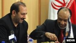 علی سعیدلو (چپ) در کنار محمد بن همام در بازدید رئیس کنفدراسیون فوتبال آسیا از تهران/ ۳۰ آذر ۸۹