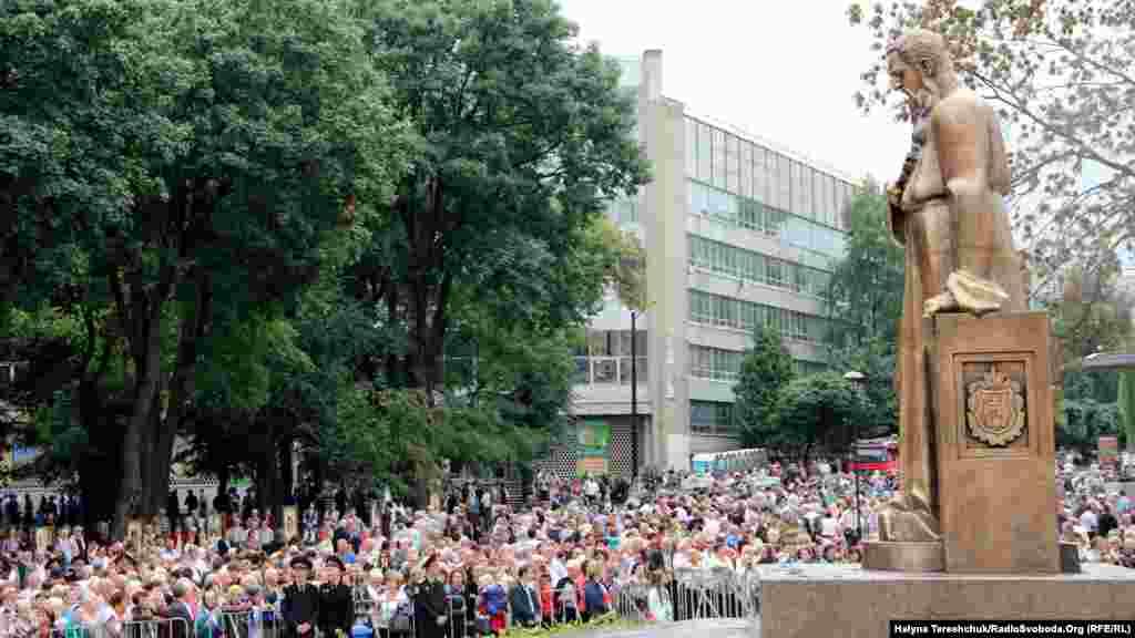За даними правоохоронців, близько 20 тисяч осіб прийшли на урочистість з нагоди відкриття пам'ятника