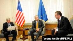 Kajl Skat, Majkl Devenport i Aleksandar Vučić