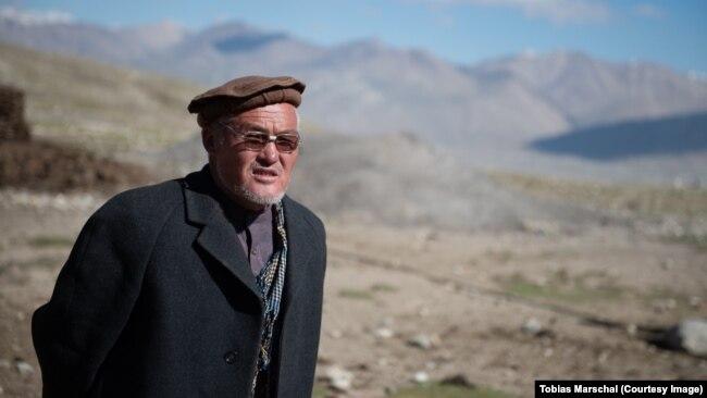 Ооган кыргыздарынын кызыкчылыгын коргогон Турдакун ажы Сары Мукурда. Тобиас Маршаллдын сүрөтү, 2015-жыл.