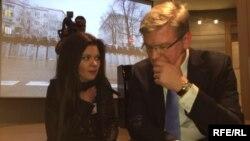 Cпівачка Руслана розповідає про події в Києві єврокомісару Штефану Фюле, Брюссель