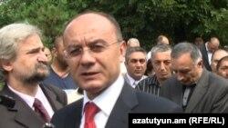 Министр обороны Армении Сейран Оганян (архивная фотография)