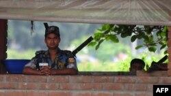 Բանգլադեշ - Ոստիկանները Դաքայում ԱՄՆ-ի դեսպանատան մոտ, 4-ը օգոստոսի, 2013թ․