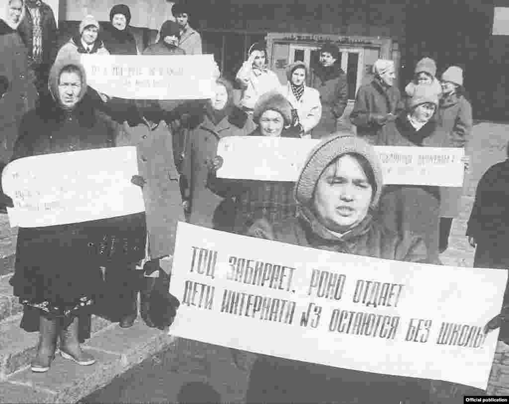 Татар мәктәпләре ачылу кайвакыт шундый каршылыкларга да китерә, чөнки яңа мәктәпләрне элеккеләре урынында ачарга туры килә
