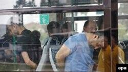 Полиция көлігі 15 шілдедегі оқиғаға қатысты делінген сарбаздарды әкетіп барады. Стамбул, 20 шілде 2016 жыл.