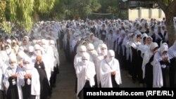 Nxënësit afganë luten për shërimin e Malalas