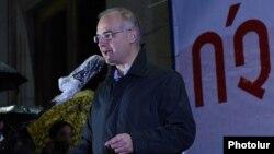 Armenia - Levon Zurabian, the deputy chairman of the opposition Armenian National Congress (HAK), speaks at a rally in Yerevan, 30Oct2015.