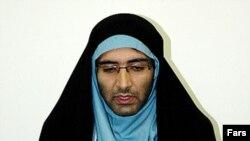 رسانههای حامی دولت در ایران با انتشار این تصویر گفتهاند مجید توکلی برای «گریز از دست ماموران» لباس زنانه بر تن کرده است.