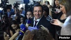 Armenia - Businessman Gagik Tsarukian speaks to journalists in the Armenian parliament, 11Sep2017.