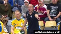 Тренер по гандболу Талант Дуйшебаев. Польша, декабрь 2017 года.