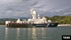 Немало разговоров ходило о том, что часть кораблей ЧМФ может быть размещена на военно-морской базе России, которая создается в порту Очамчира