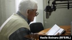 Scriitorul Vladimir Beşleagă în studioul Europei Libere