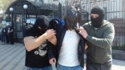 Proteste azi in fața ambasadei Rusiei din Kiev, 25 aprilie 2019