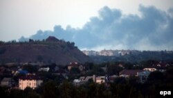 Smoke rises during fighting in Makiyivka, about 20 kilometers from the eastern Ukrainian city of Donetsk.