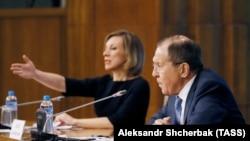 Глава МИД России Сергей Лавров и представитель МИД Мария Захарова на пресс-конференции в Москве 17 января 2017
