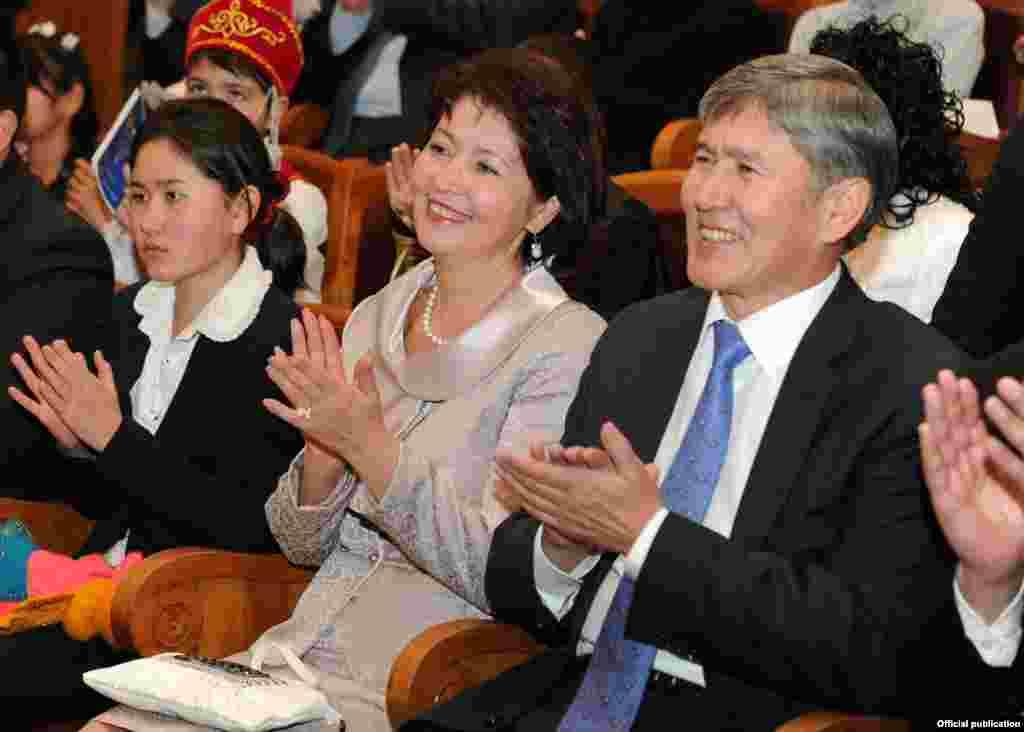 Almazbek və Raisa Atambayevlər.