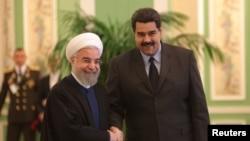 Президент Ирана Хасан Роухани (слева) и президент Венесуэлы Николас Мадуро.