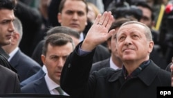 Turkey -- Turkish President Recep Tayyip Erdogan (R) greets supporters after casting his vote at a polling station in Istanbul, Turkey, 01 November 2015.