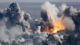 دخان يتصاعد فوق مدينة كوباني- عين العرب السورية إثر إحدى غارات التحالف الدولي