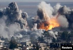 Последствия авиаудара по позициям исламистов в районе города Кобани