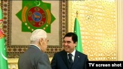 Myratberdi Garryýew Gurbanguly Berdimuhamedowa ykdysady ylymlaryň doktory diýen alymlyk derejesini gowşurýar, 9-njy iýul.