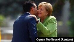 Մակեդոնիայի վարչապետ Զորան Զաևը Սկոպյեում ողջունում է Գերմանիայի կանցլեր Անգելա Մերկելին, 8-ը սեպտեմբերի, 2018թ․