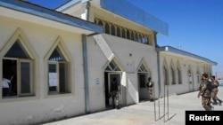 Вход в мечеть, где был убит губернатор, находится под охраной сил безопасности