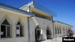 Forcat e sigurisë afgane zhvillojnë hetime në hyrje të xhamisë ku u vra guvernatori Jamal
