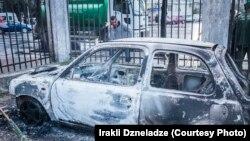 Автомобиль, сожженный во время беспорядков в Батуми в марте