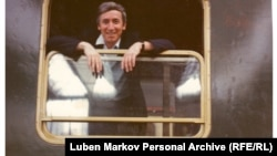 An archived document from Bulgaria's spy agency contradicts an Eastern Bloc buzz seemingly aimed at discrediting assassinated journalist Georgi Markov (shown here in 1973 in Munich).
