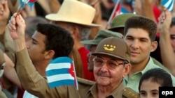 Новым лидером затянувшейся кубинской революции, скорее всего, станет Рауль Кастро, который моложе Фиделя всего на 5 лет