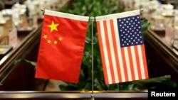 بیرقهای امریکا و چین