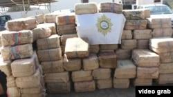 Кабо-Верденин полициясы кармаган кемеде табылган кокаин. Видеодон тартылган сүрөт.