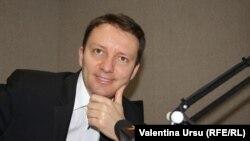 Eurodeputatul Siegfrid Mureșan in studioul Europei Libere la Chișinău (foto arhivă)