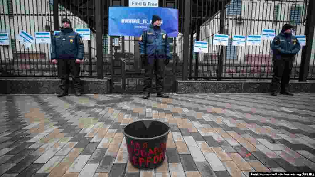 Активісти показали як «Слід кривавий стелиться від «кримської весни» до зникнення людей»