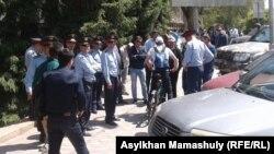 Полицейские в районе площади Республики. Алматы, 21 мая 2016 года.