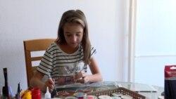 Nxënësja që shet pikturat për të blerë ilaçe