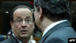 Presidenti i Francës, Francois Hollande, dhe presidenti i Komisionit Evropian, Jose Manuel Barroso, gjatë takimit të liderëve evropianë në Bruksel