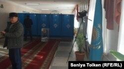 На избирательном участке № 19. Актау, 20 марта 2016 года.