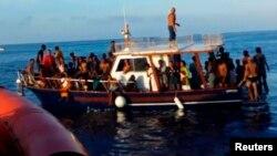 یک قایق مهاجران غیرقانونی
