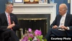 U.S. Vice President Joe Biden (R) met in Washington with Kosovo Prime Minister Hashim Thaci.