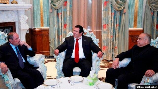 Armenia - Levon Ter-Petrosian (L), Gagik Tsarukian (C) and Raffi Hovannisian meet in Yerevan, 10Apr2014.