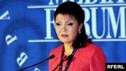 Выступает председатель Евразийского медиафорума Дарига Назарбаева. Алматы, 27 апреля 2010 года.