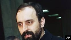 Горан Хаджич 1993 жылы 6 ақпанда америкалық тілшілерге сұқбат беріп тұр.