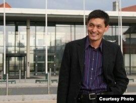 Серік Медетбеков, қазақ оппозициясының шетелдегі бюросының жетекшісі. Германия, Дрезден, жаз, 2009 жыл.