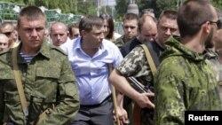 Оккупированный Донецк. Александр Захарченко (в центре), главарь группировки «ДНР», которая признана в Украине террористической (архивное фото)