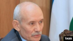 media outlets in Bashkortostan have recently begun questioning the ethnicity of the new president, Rustem Khamitov.