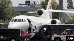 Austri - Presidenti bolivian Evo Morales, para largimit nga aeroporti i Vjenës, ku ishte detyrar të aterojë 03Korrik2013