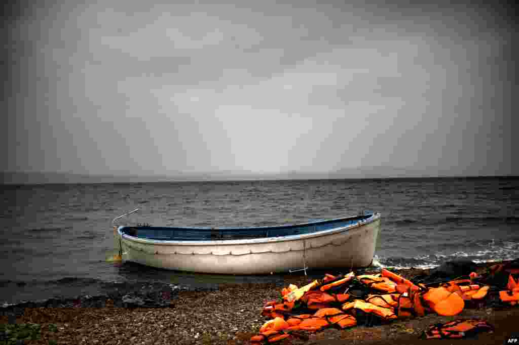 Life jackets and a boat that were used by refugees and migrants to cross the Aegean Sea from Turkey lie abandoned on a beach on the Greek island of Lesbos. (AFP/Aris Messinis)